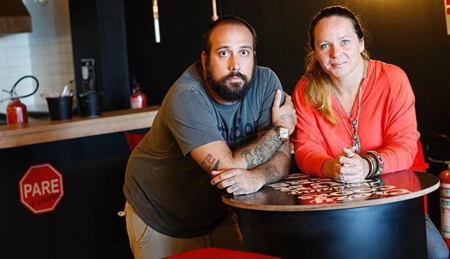 Camila e Rafael rodaram o Brasil antes de abrir a hamburgueria COZ2 - Foto: Mila Cordeiro / Ag. A TARDE