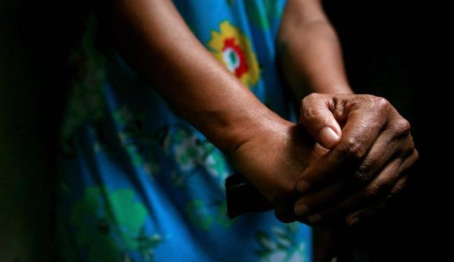 Uma mulher é estuprada no Brasil a cada 11 minutos - Foto: Raul Spinassé | 27.03.2013 | Ag. A TARDE