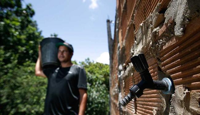 O abastecimento foi interrompido na tarde desta sexta-feira - Foto: Raul Spinassé | Ag. A TARDE | Arquivo