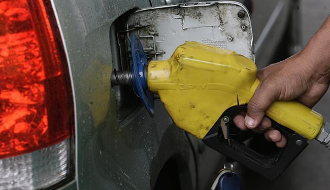 Evento teve início neste domingo com a venda de cinco mil litros de gasolina com desconto de 56% - Foto: Mila Cordeiro / Ag. A TARDE