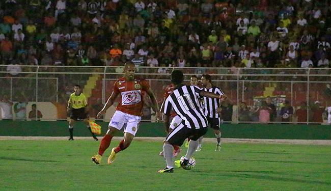 Juazeirense e Botafogo fizeram um jogo equilibrado no Adauto Moraes - Foto: Ivan Cruz l Estadão Conteúdo
