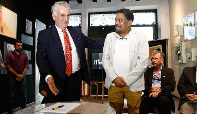 Ministro Juca Ferreira e secretário Jorge Portugal firmaram acordo - Foto: Mila Cordeiro l Ag. A TARDE