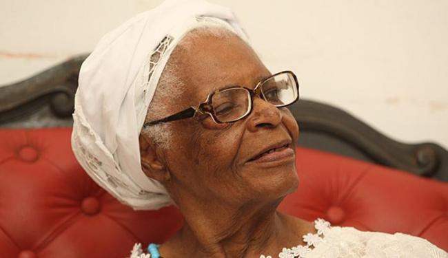 Mãe Stella recebeu a visita de filhos ilustres e admiradores, além de homenagens - Foto: Mila Cordeiro l Ag. A TARDE