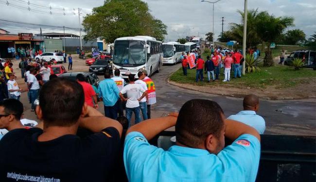 Manifestantes fecharam o trânsito em Camaçari - Foto: Edilson Lima | Ag. A TARDE