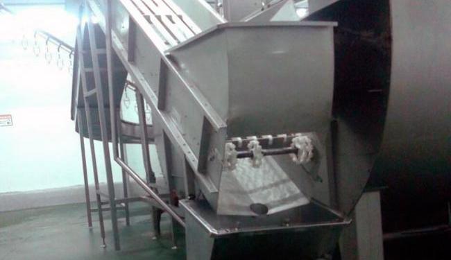 Osmar realizava limpeza de máquina quando desequilibrou-se e caiu - Foto: Reprodução | Site Acorda Cidade