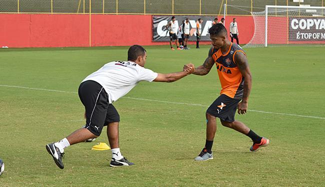 Atacante, que apresentou cansaço muscular após o clássico, apenas correu em volta do campo - Foto: Francisco Galvão l EC Vitória