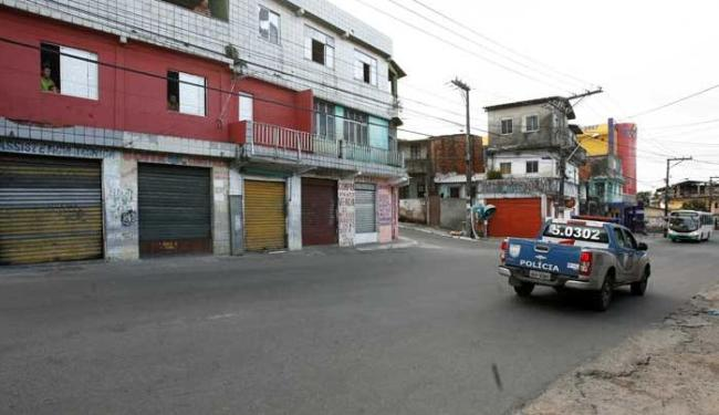 Coletivos param no Conjunto Arvoredo, no bairro de Tancredo Neves, entrada da Mata Escura - Foto: Adilton Venegeroles / Ag. A Tarde