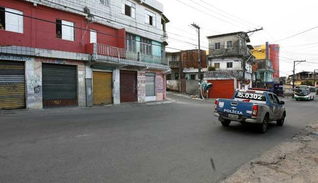 Rodoviários seguem sem circular na Mata Escura; PM reforçou policiamento - Foto: Adilton Venegeroles / Ag. A Tarde