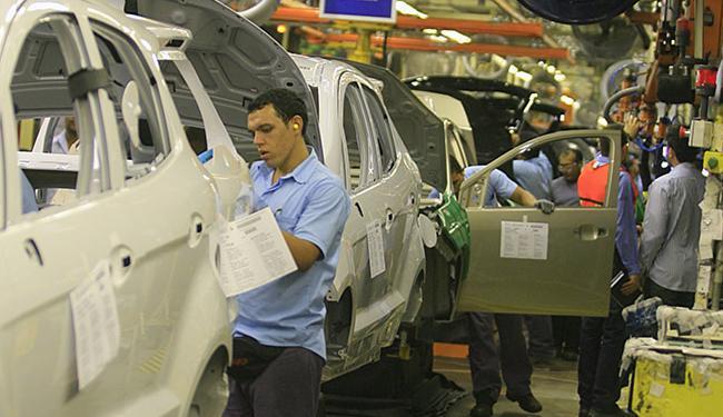 Fabricantes tomaram diversas medidas para reduzir produção não surtiram efeito - Foto: Joá Souza l Ag. A TARDE l 12.12.2013