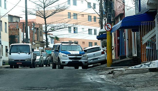 Alex Tatuador foi executado com vários tiros na comunidade conhecida como Inferninho de Cima - Foto: Lucas Melo | Ag. A TARDE