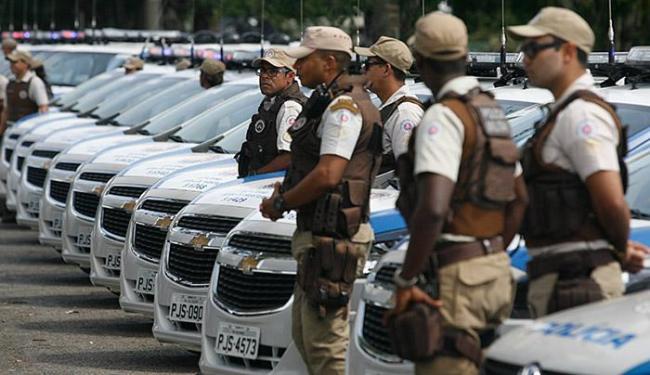 Minivans, sedãs, motos e ônibus fazem parte da frota - Foto: Luiz Tito l Ag. A TARDE