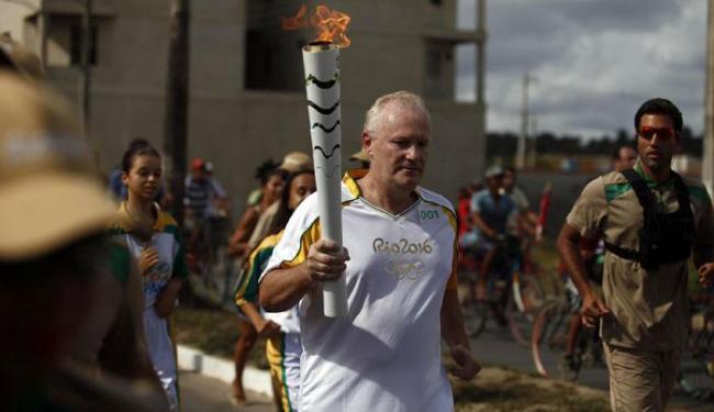 O capixaba José Braz foi escolhido para ser o primeiro a conduzir a tocha na Bahia - Foto: Raul Spinassé   Ag. A TARDE