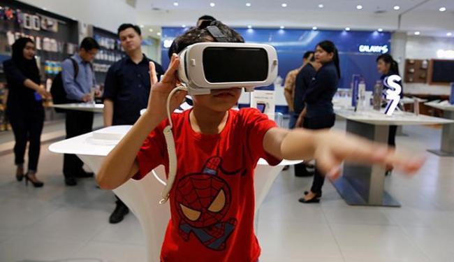 Os óculos são usados para lazer e outros fins - Foto: Beawiharta l Reuters