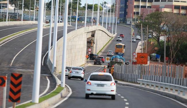 Trecho da via que está em obra compõe a Linha Vermelha, que ligará Paripe a Piatã - Foto: Joá Souza   Ag. A TARDE