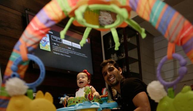 Frederico teve apenas 5 dias quando a filha Analiz nasceu - Foto: Mila Cordeiro | Ag. A TARDE