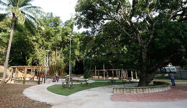 Área de lazer para crianças é finalizada por operários - Foto: Mila Cordeiro l Ag. A TARDE