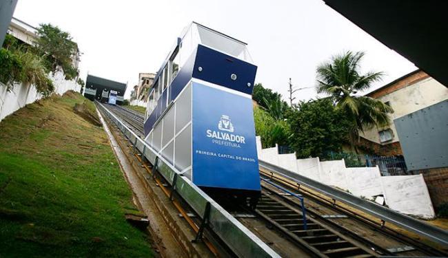 O Plano Inclinado transporta cerca de 10 mil passageiros diariamente - Foto: Joá Souza | Ag. A TARDE