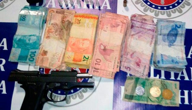 Jovem foi flagrado com arma, munição e drogas no Lobato, diz PM - Foto: Divulgação   Polícia Militar
