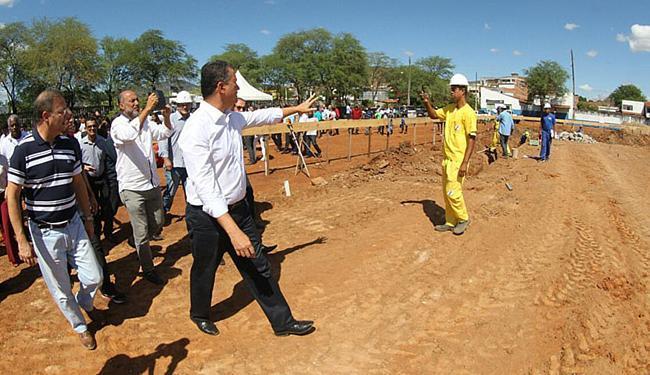Rui visitou local onde unidade de saúde será construída - Foto: Manu Dias l Gov-BA