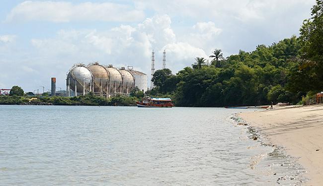 Prainha tem cerca de 100 metros de extensão e fica perto do Porto de Aratu - Foto: Lucas Melo l Ag. A TARDE