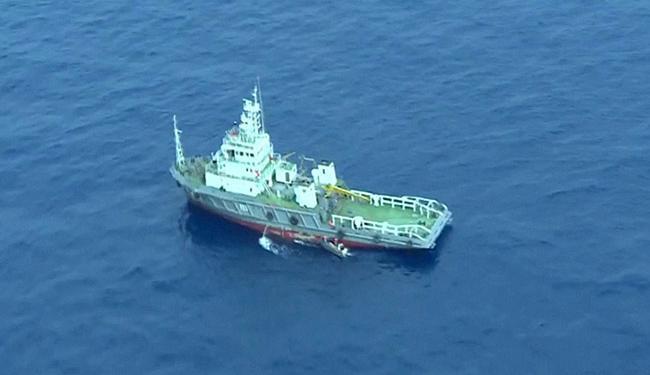Navio com equipamentos especializados auxilia na localização dos destroços e das caixas-pretas - Foto: Agência Reuters