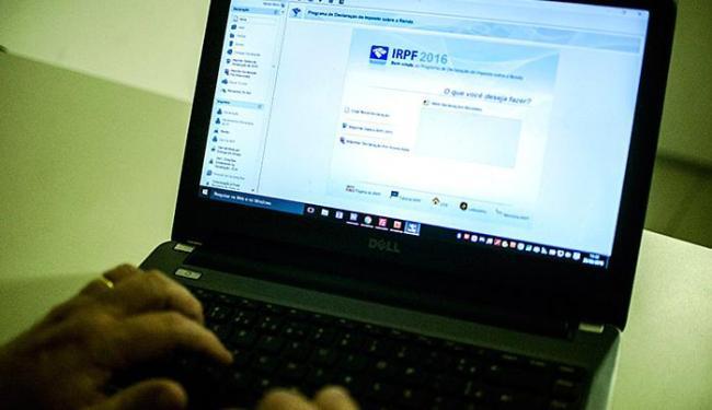 Fisco cruza dados do IR para combater a sonegação - Foto: Marcelo Camargo l Ag. A TARDE l 25.02.2016
