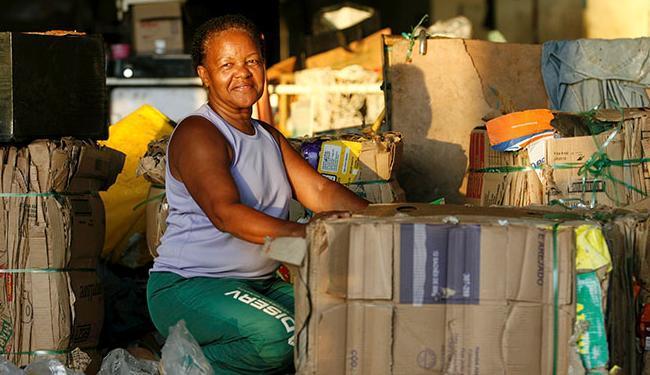 Eliana Leonor faz parte da cadeia de reciclagem em Salvador - Foto: Adilton Venegeroles / Ag. A TARDE