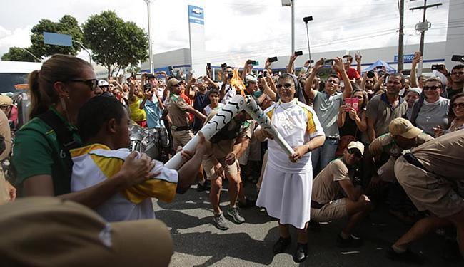 Irmã Cristina participa do 'Carnaval da Tocha' na cidade de Teixeira de Freitas - Foto: Raul Spinassé | Ag. A TARDE