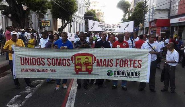 Motoristas e cobradores realizaram uma passeata no centro - Foto: Divulgação | Sindicato dos Rodoviários
