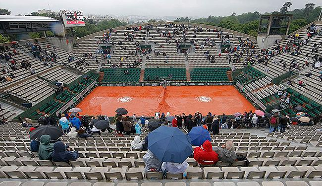 Mau tempo frustrou torcedores em Paris; dia que teria Djoko e Serena em quadra - Foto: Gonzalo Fuentes l Reuters