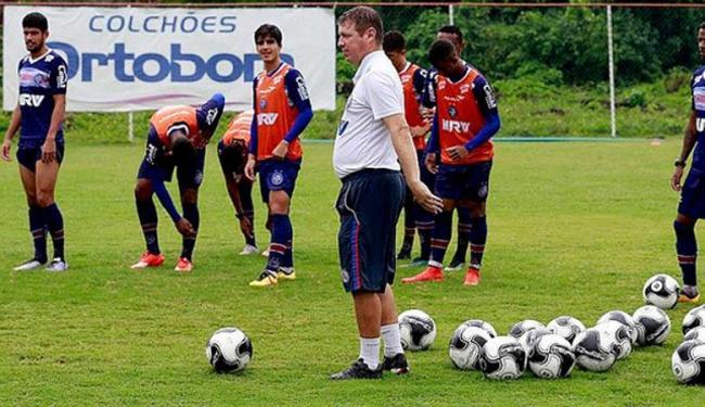Parte do time participou de treino com bola no gramado do Fazendão - Foto: Felipe Oliveira | Divulgação | E.C.Bahia