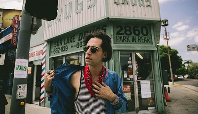 Thiago Pethit quer trazer o rock'n'roll de volta para as suas origens - Foto: Gian Franco Briceño l Divulgação