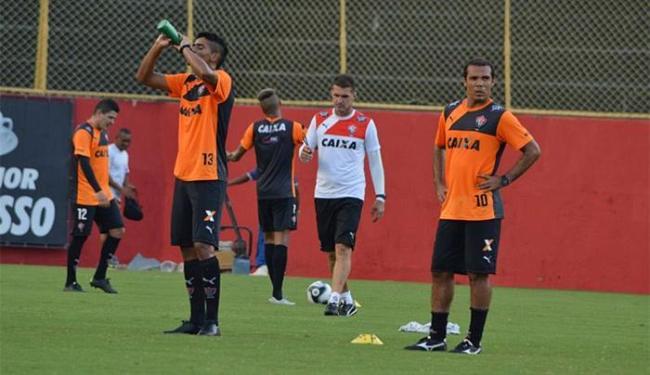 Antes da viagem, Mancini comandou trabalho tático, bola parada e dois toques - Foto: Francisco Galvão l EC Vitória