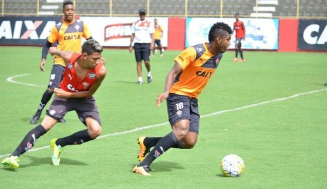 Parte do elenco rubro-negro participou de coletivo contra a equipe sub-20 - Foto: Francisco Galvão | E.C.Vitória