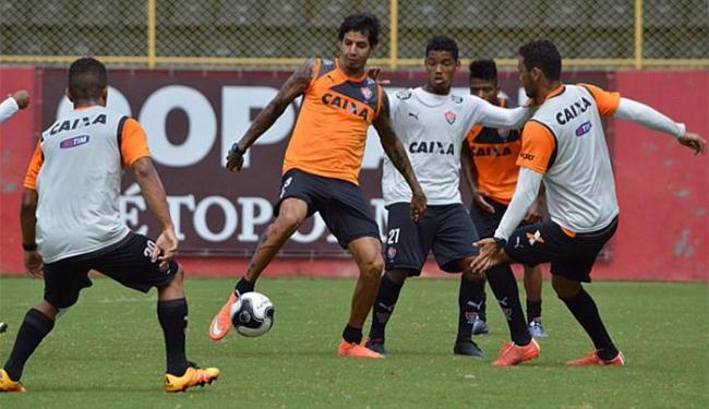 Zagueriro (C) não quer repetir erros cometidos em Recife - Foto: Francisco Galvão   Ag. A TARDE