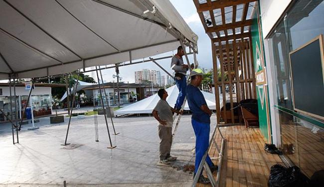Toldos provisórios estão sendo instalados até que os reparos sejam finalizados - Foto: Margarida Neide l Ag. A TARDE