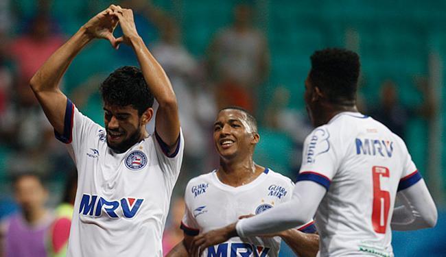 Atacante (E) entende que perde gols porque não se esconde - Foto: Lúcio Távora | Ag. A TARDE