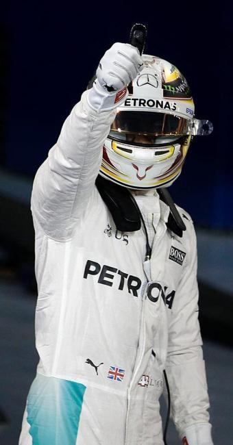 Hamilton vai largar na frente do líder do campeonato, Nico Rosberg - Foto: Hamad I Mohammed   Reuters