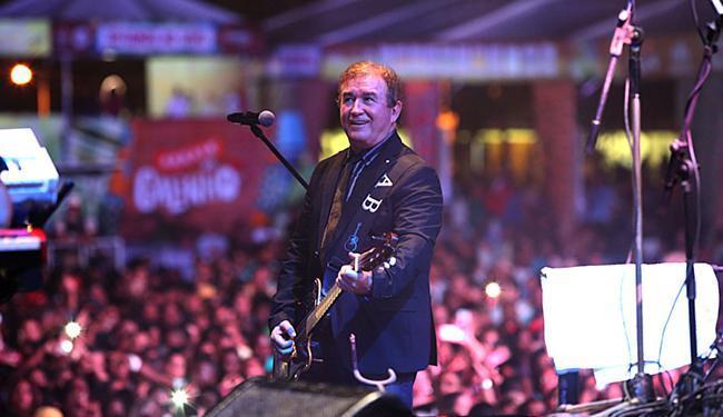 Neste domingo, 5, o cantor Amado Batista fez um show repleto de clássicos de sua carreira - Foto: Mila Cordeiro l Ag. A TARDE