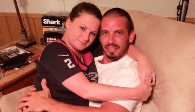 Jennifer Mulford e o namorado são adeptos de lactação erótica - Foto: Reprodução   Facebook