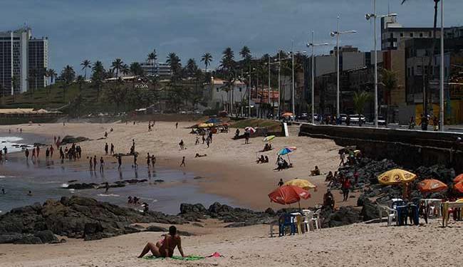 Praia de Amaralina está entra as não indicadas para o banho de mar - Foto: Adilton Venegeroles | Ag. A TARDE