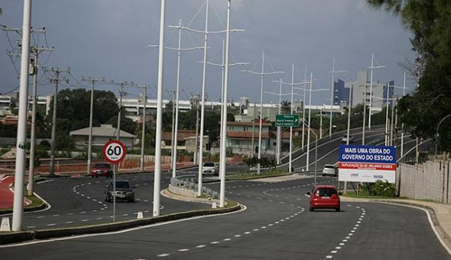 A avenida Orlando Gomes liga a Paralela a Orla - Foto: Raul Spinassé l Ag. A TARDE