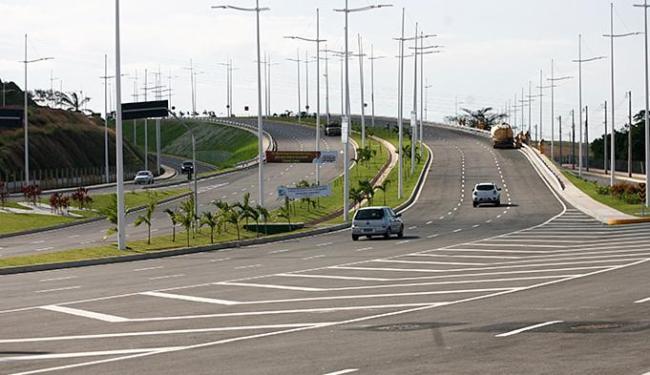 Trânsito na nova via fluiu no primeiro dia de liberação para veículos nesta segunda-feira - Foto: Adilton Venegeroles l Ag. A TARDE