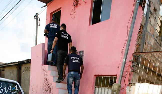Equipe de perícia do DPT não encontrou sinais de luta ou arrombamento na casa de Cinaldo - Foto: Luiz Tito | Ag. A TARDE