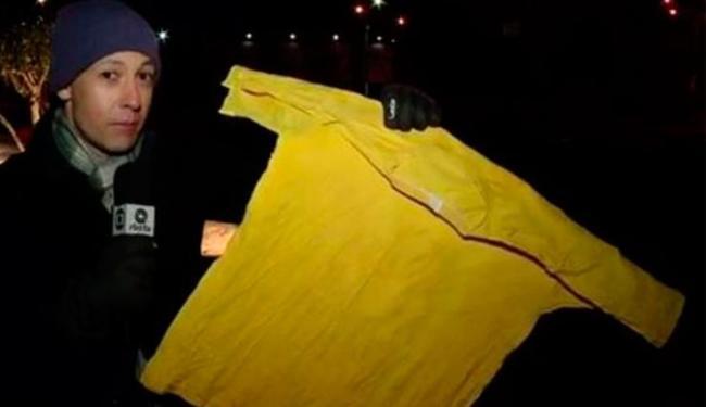 Camisa deixada em varal congelou com o frio intenso em Santa Catarina - Foto: Reprodução | RBS TV