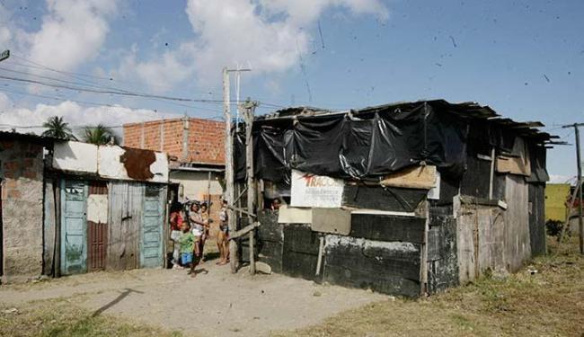 Comunidade, atualmente, vive em condições precárias, sem esgotamento sanitário e energia elétrica - Foto: Luciano de Matta   Ag. A TARDE