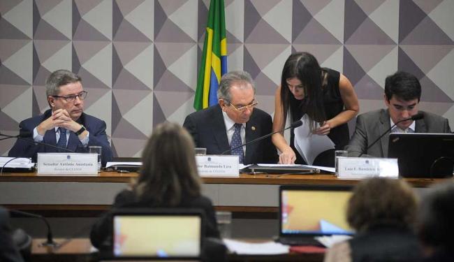 Senado Antônio Anastasia, relator do processo, e o Senador Raimundo Lira, presidente da comissão - Foto: Pedro França   Agência Senado