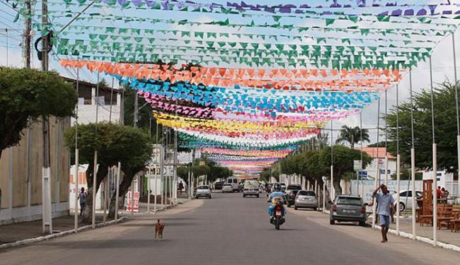 Cruz das Almas já está decorada para o São João - Foto: Mila Cordeiro l Ag. A TARDE