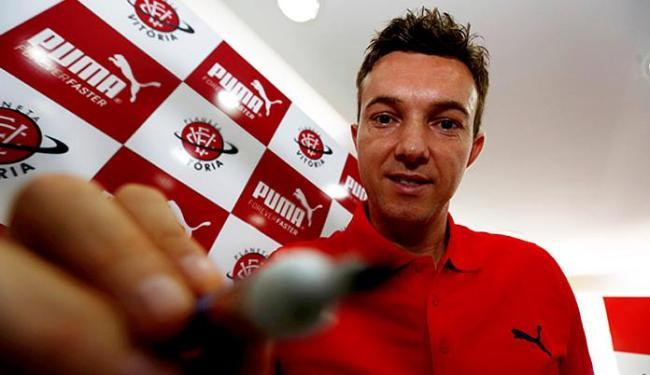 Dagoberto esteve em sessão de autógrafos em loja do clube - Foto: Lucas Melo   Ag. A TARDE