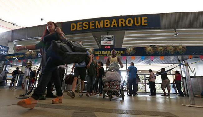 Desembarque foi intenso na rodoviária no início desta segunda-feira, 27 - Foto: Lucas Melo l Ag. A TARDE
